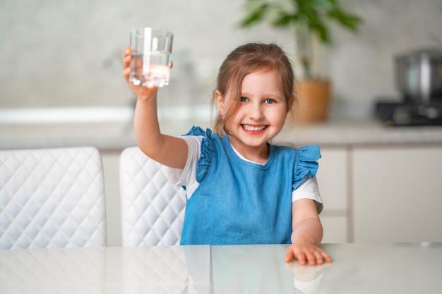 Mit igyon a gyermek hőségben?